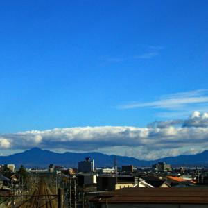 初冬の雲と山々