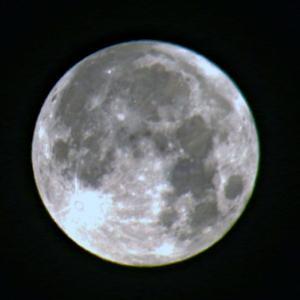 未明の満月