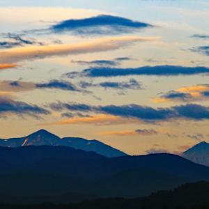 早朝の火打山、焼山