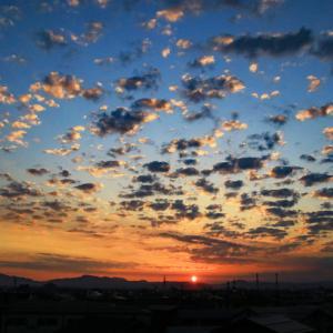 日の出と雲
