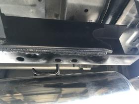 ヒッチメンバー用の穴あけとタップ修正