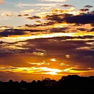 今日の夕陽と、虹と、Perfumeさんです~っ♪v(*'-^*)^☆