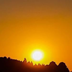 今日の、夕陽と満月を撮ってみました~ぁ♪v(*'-^*)^☆