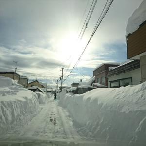 隣り町、雪に沈む