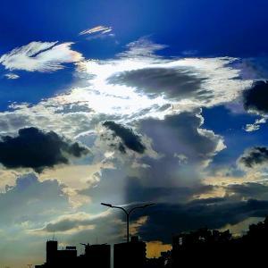 ダイナミックな夕方の空と、今朝見た夢