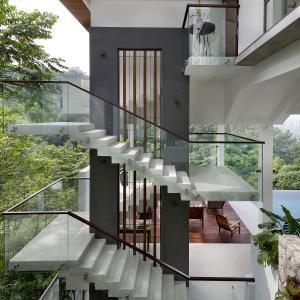 クアラルンプールの自然と暮らす豪邸ツアー!