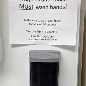 手を洗おう。(最低20秒♫)