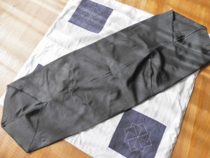 古傘布の手提げ作りは中断 ぼんやりしてる雨降りです