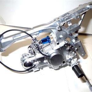 タミヤ1/6ホンダモンキー3フレームにエンジン