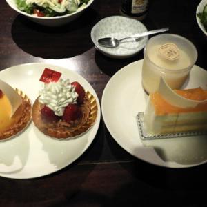 夕ご飯がケーキだけ、え〜っ!!!!