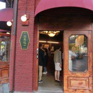 アメリカーノ1000ウォンのカフェは朝から大賑わい