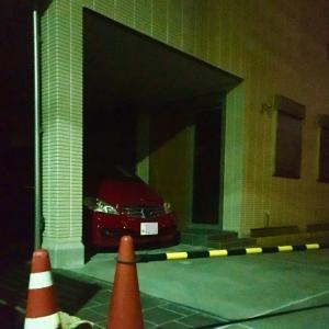 お先にマイカー赤子を駐車場