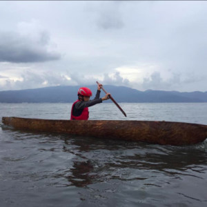 丸木舟乗船体験に講師として参加。