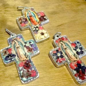 メキシコの生花とマリア様のミニ十字架[Pick Up]