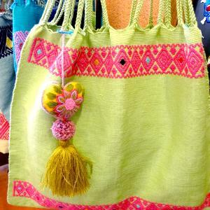 メキシコのハンモックバックとハートの刺繍チャーム[Pick Up]