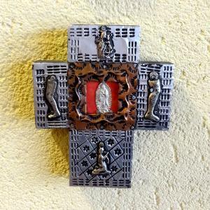 メキシコのミラグロのついたアルミの十字架[Pick Up]