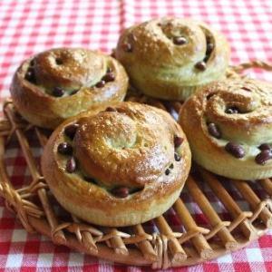抹茶と小豆のロールパン♪