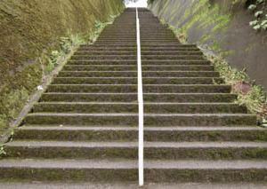 その内の一つがこの112段の階段があるコースです