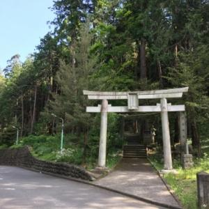 あきる野市雨間の明神山という200段もの石段の上にある雨武主神社