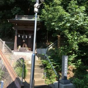 7世紀後半の神奈川県指定史跡の古墳や富士塚もあり貨物ターミナルも見渡せる馬絹神社の高台