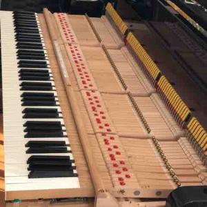 空っぽのピアノ