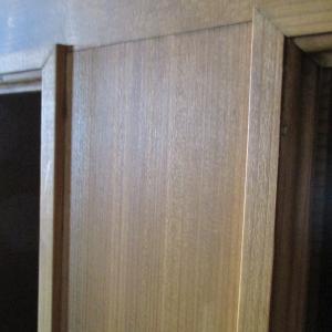 木製ドアの塗装