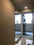 玄関の姿見鏡は奥行きをつくります