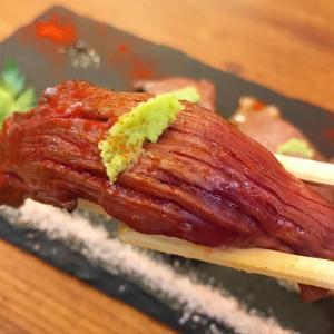 ★看板娘のいるお店の肉寿司〜♫熊本にある、天草本店はミシュランガイド、ビブ...