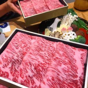 ★近江牛サーロインの出汁しゃぶつけ出汁に、たっぷりネギ入れて柚子胡椒の風味と一...