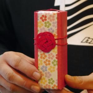 持ち込みラッピング事例 芸能人プロデュースの香水
