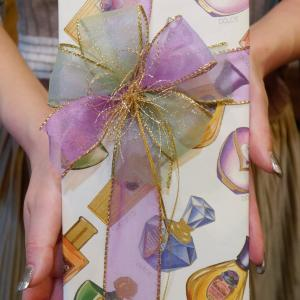 持ち込みラッピング事例 誕生日プレゼントのエステ券