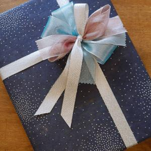 持ち込みラッピング事例 甥っ子の誕生日プレゼント宇宙図鑑