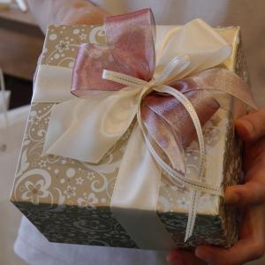 持ち込みラッピング事例 誕生日プレゼントの美容グッズ