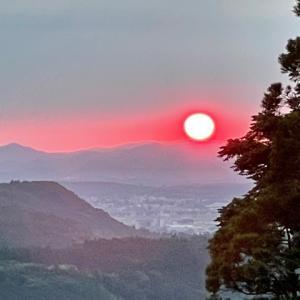 遠き山に陽は落ちて今日の術をなし終えて!
