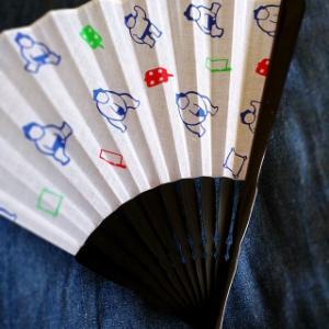 暑い日は扇子を持つ