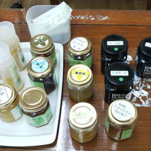 鈴木養蜂場のお店ではちみつ食べ比べ!