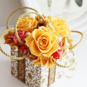 【お誕生日のお祝い】#プリザーブドフラワーで作る#リバティー柄のボックスアレンジメント