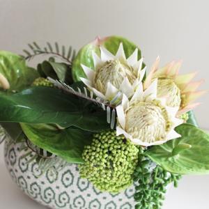 【素敵な花器でアレンジメント】上級クラスの生徒様 お取り置きの花器で素敵にアレンジメント