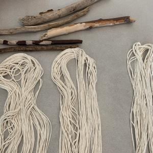 マクラメ編みの壁掛け作りました