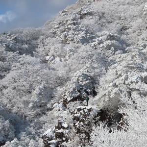 霊山に冬の神が舞い降りる