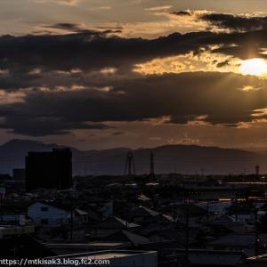 夕日と伊吹山