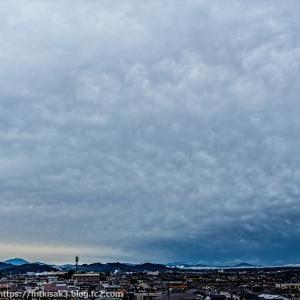 台風当日の山と空