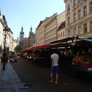 王の道へと旧市街広場へ
