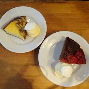 cafe de lento @元町*バナナといちじく、焼きいちご、チーズ、りんご煮のタルト
