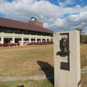 若きカフカ人の印象 という像 川中島古戦場公園