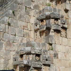 メキシコ ウシュマル カギバナの神様?