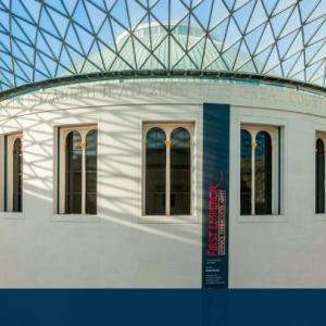★日経、21世紀の美術館建築にルーブル・ピラミッド、正月が懐かしく。