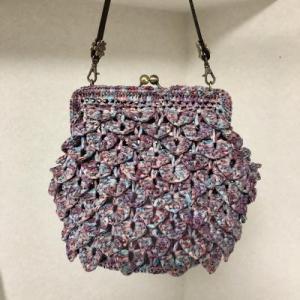 編みつける口金のがま口バッグ完成しました。