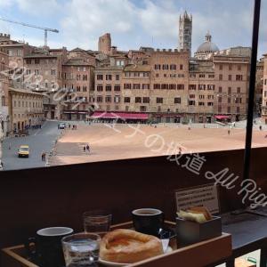 世界遺産 と バールのカフェ