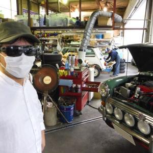 TKS様 エンジンルームがオイルまみれに?!タペットカバーガスケットを交換します。